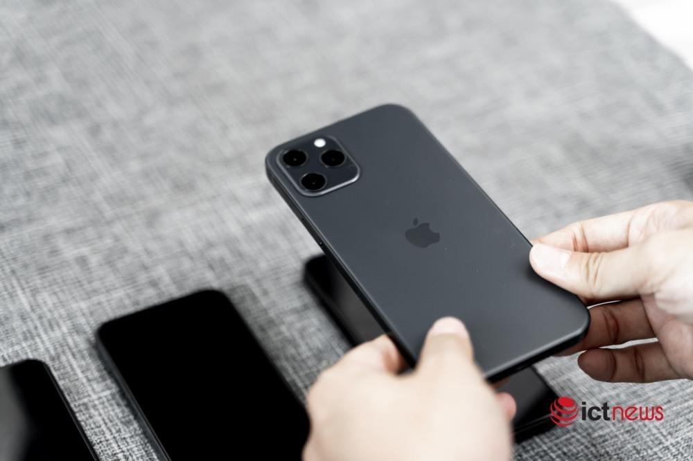 When will iPhone 12 arrive in Vietnam?
