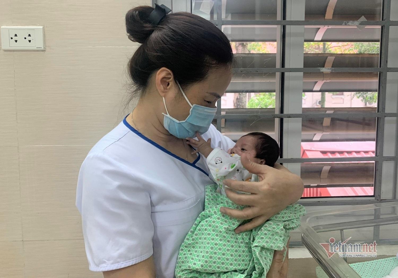 Chuyện ở nơi điều trị những em bé sơ sinh bị bỏ rơi