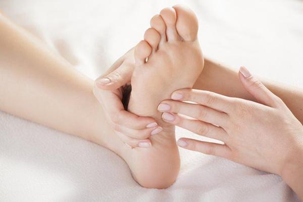 Những biến đổi trên tay, chân cảnh báo bệnh ung thư gan