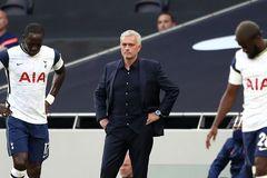 Phòng thay đồ Tottenham dậy sóng vì bị Mourinho chê 'lười biếng'