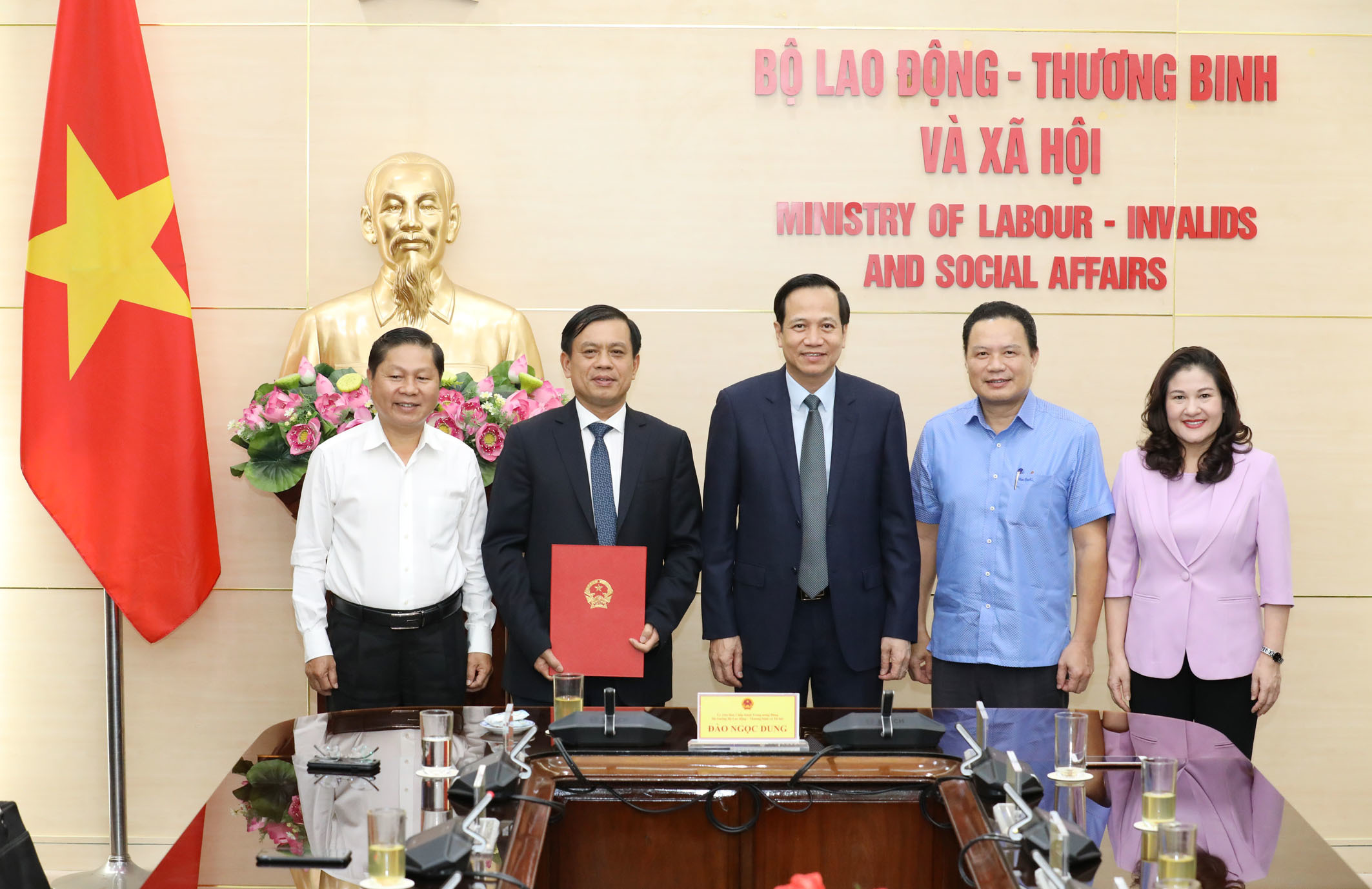 Công bố quyết định của Thủ tướng bổ nhiệm tân Thứ trưởng