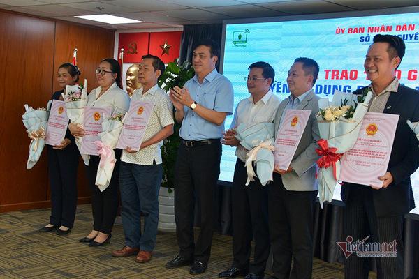 Lần đầu tiên TP.HCM trao sổ hồng tập thể cho doanh nghiệp BĐS