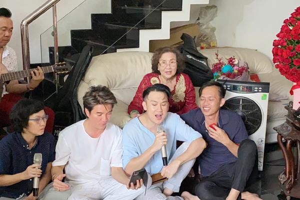 Chí Tài đệm đàn, Hoài Linh, Mr Đàm hát mừng sinh nhật mẹ