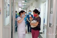 Video xúc động ngày về của em bé được cứu sống ở tuần thai 31