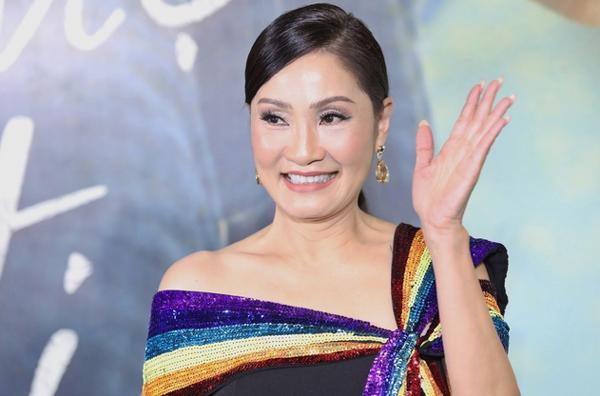 'Hồng Đào đầu tư 20.000 USD cho váy áo nhưng phải bỏ vai'