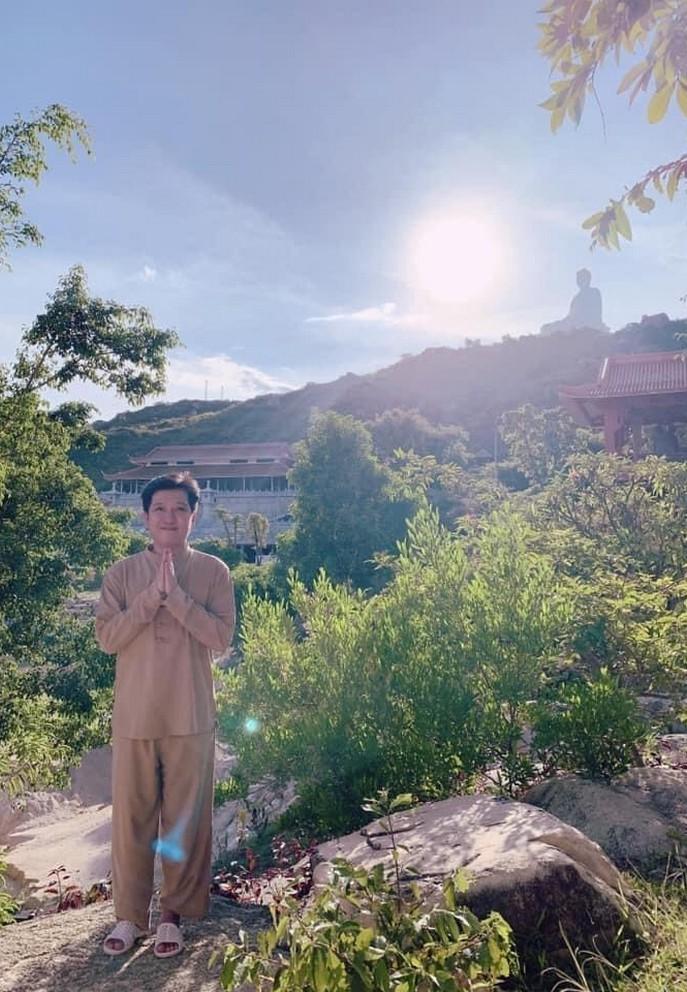 Hoàng Thuỳ Linh nhảy cực vui nhộn bên Gil Lê cùng bạn thân