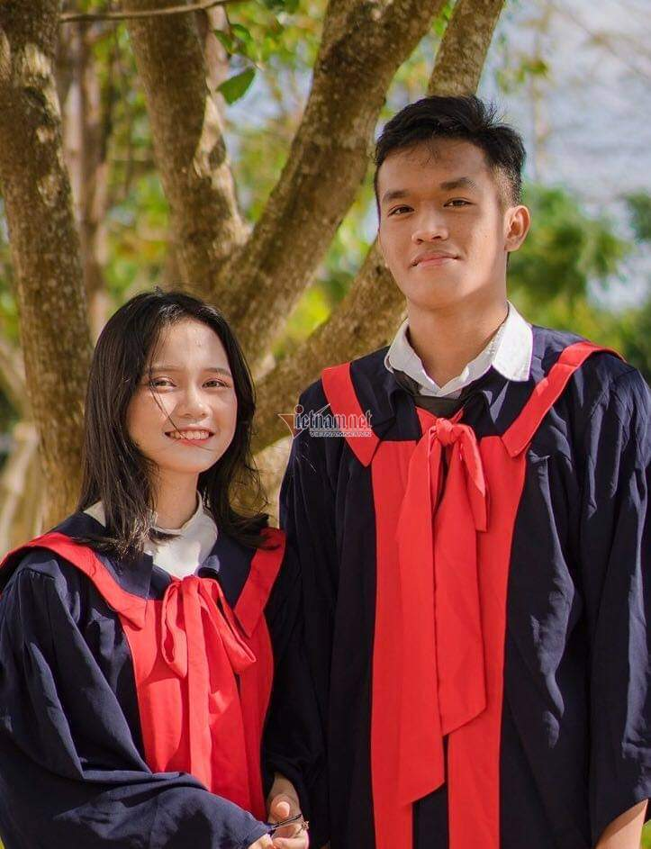 Nam sinh Đắk Lắk trở thành thủ khoa khối A1 nhờ người bạn đặc biệt