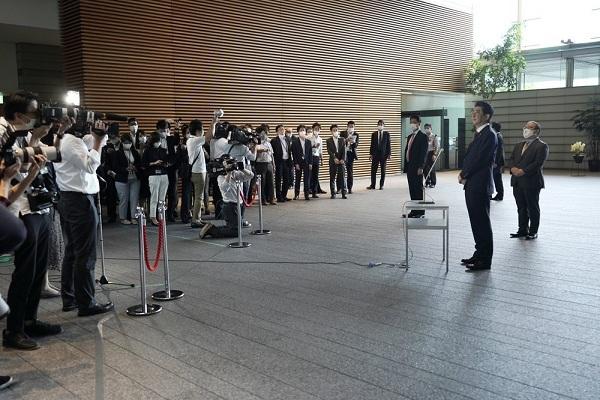 Thủ tướng Nhật Bản Abe Shinzo và nội các từ chức