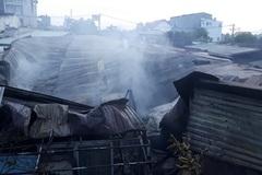 Cháy lớn ở quận 9, nhiều nhà dân bị thiêu rụi
