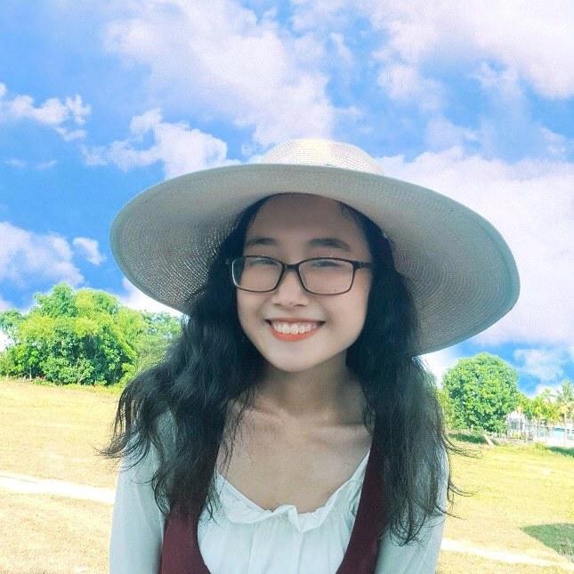 Nữ thủ khoa xinh đẹp của Đà Nẵng: 'Em dành 70% thời gian học toán'