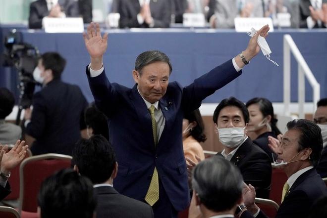 Thủ tướng Nguyễn Xuân Phúc chúc mừng tân Thủ tướng Nhật Bản