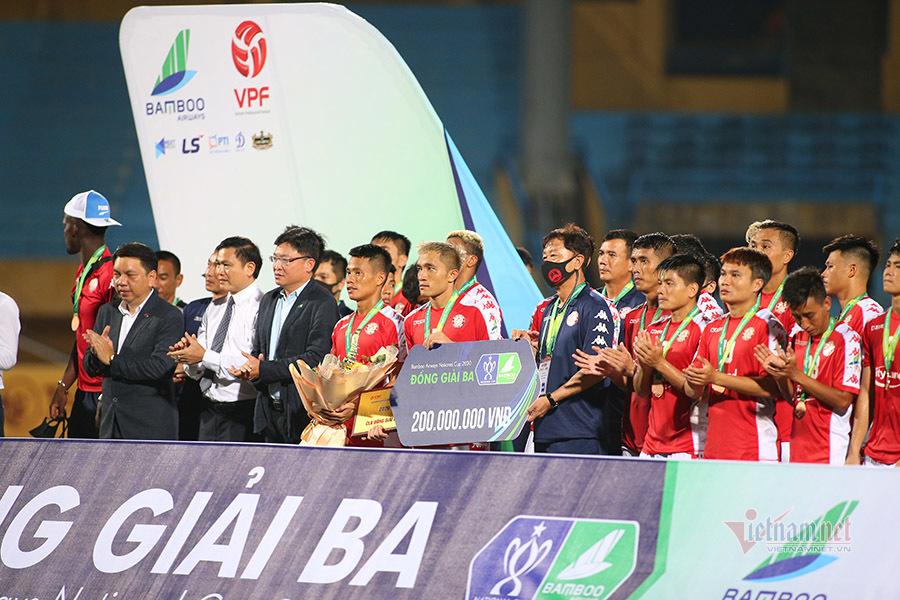 Công Phượng buồn bã nhìn TP.HCM bị Hà Nội FC nhấn chìm