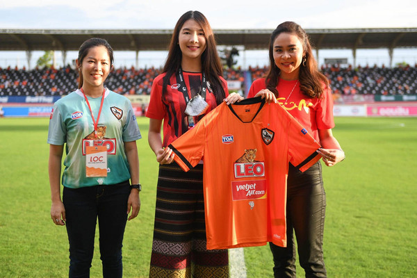 "V-League and the pain named ""Thai-League"""