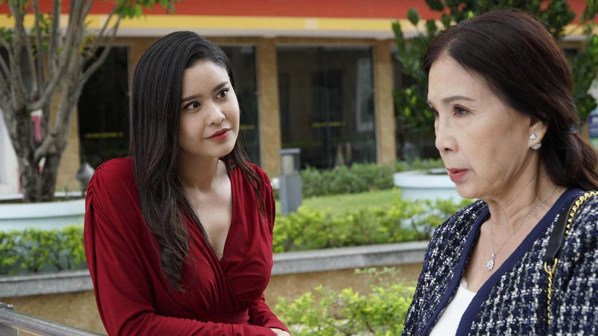 Phim nữ lãnh đạo ngành giáo dục, góa chồng thế sóng 'Tình yêu và tham vọng'