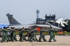 """Tiêm kích Rafale - vũ khí làm """"thay đổi cuộc chơi"""" của Không quân Ấn Độ"""