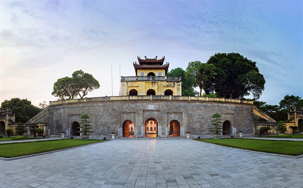City walk to discover Imperial Citadel of Thang Long