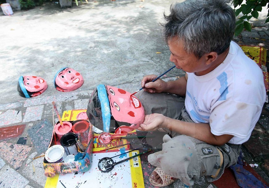 Traditional toy-making village busy ahead of Mid-Autumn Festival