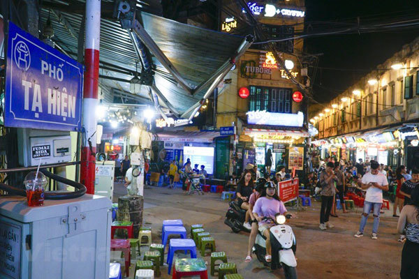Ta Hien Street busy again following lifted social distancing order