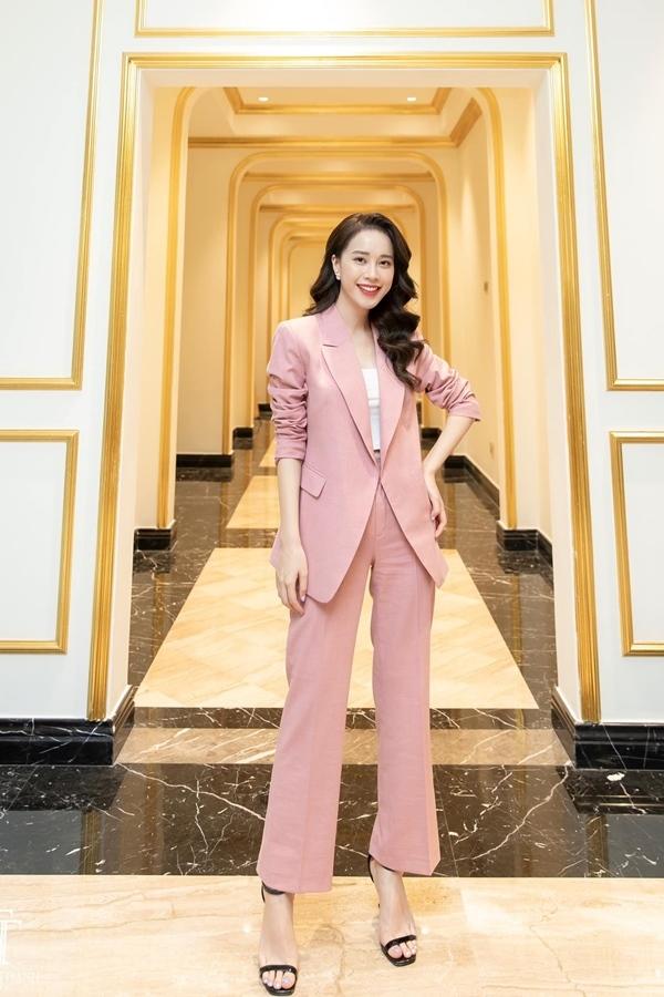 Vẻ xinh đẹp đời thường của MC VTV thi Hoa hậu Việt Nam 2020