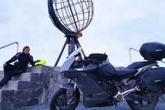 Cô gái đi phượt 7.000 km bằng xe mô tô điện