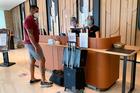 Yêu cầu 3 thành phố cung cấp chi phí cách ly tại khách sạn