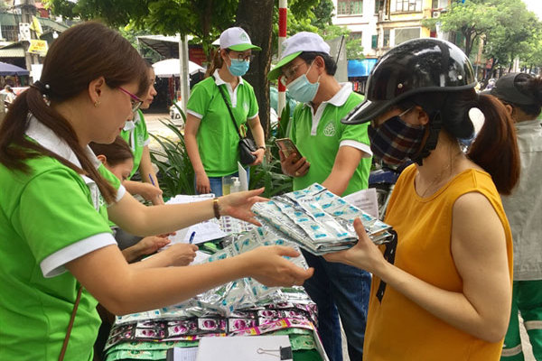 'Trash for gifts' encourages Hanoians to sort theirgarbage