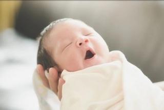 """Vô sinh vì cố chờ """"năm đẹp"""" mới sinh con"""