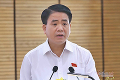 Ông Nguyễn Đức Chung đang được gia đình làm thủ tục xin tại ngoại