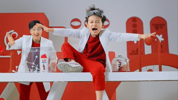 'Tan chảy' với rapper 8 tuổi hát rap xin bố mẹ đi học