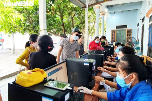 Residents flock to Hue after social distancing relaxed
