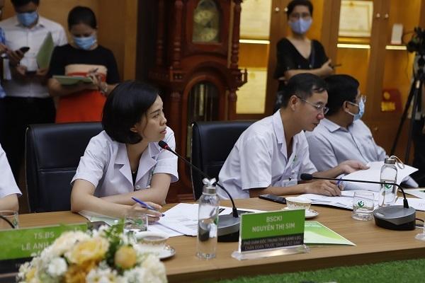Chuyên gia sản khoa hàng đầu hội chẩn cứu ca song thai không tim ở Bắc Giang