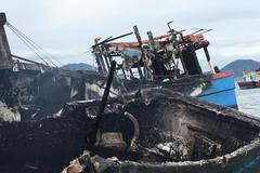 Ba tàu cá hóa tro tại cảng cá ở Cam Ranh, thiệt hại hàng tỷ đồng