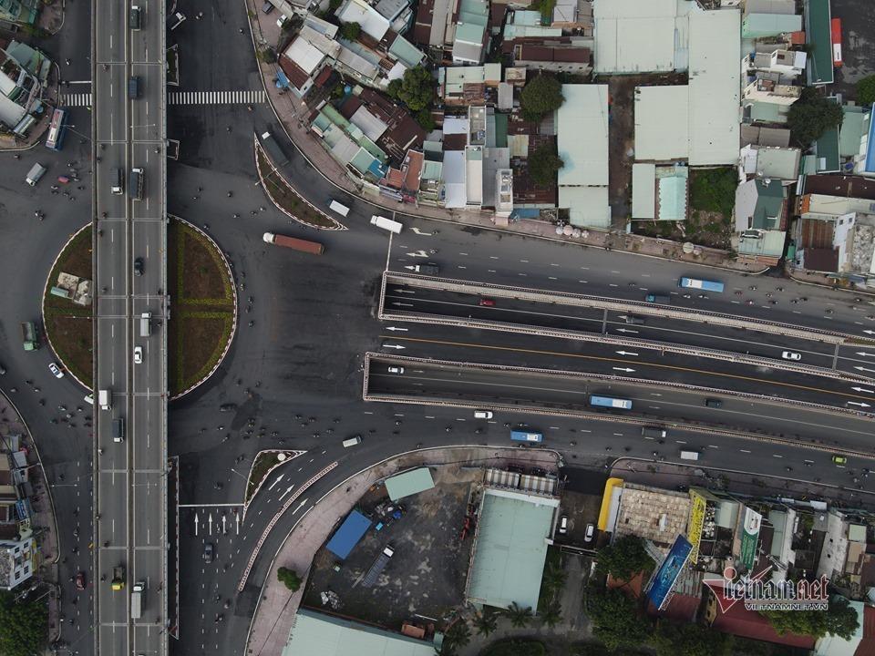 Khánh thành nút giao thông 3 tầng An Sương, 'giải cứu' kẹt xe phía Tây Bắc Sài Gòn