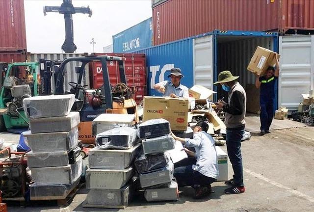 Buộc 30 hãng tàu tái xuất 1.100 container phế liệu ra khỏi Việt Nam