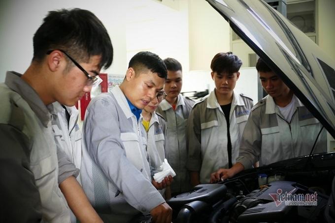 Học nghề công nghệ ô tô: Một lựa chọn thu hút nhiều bạn trẻ