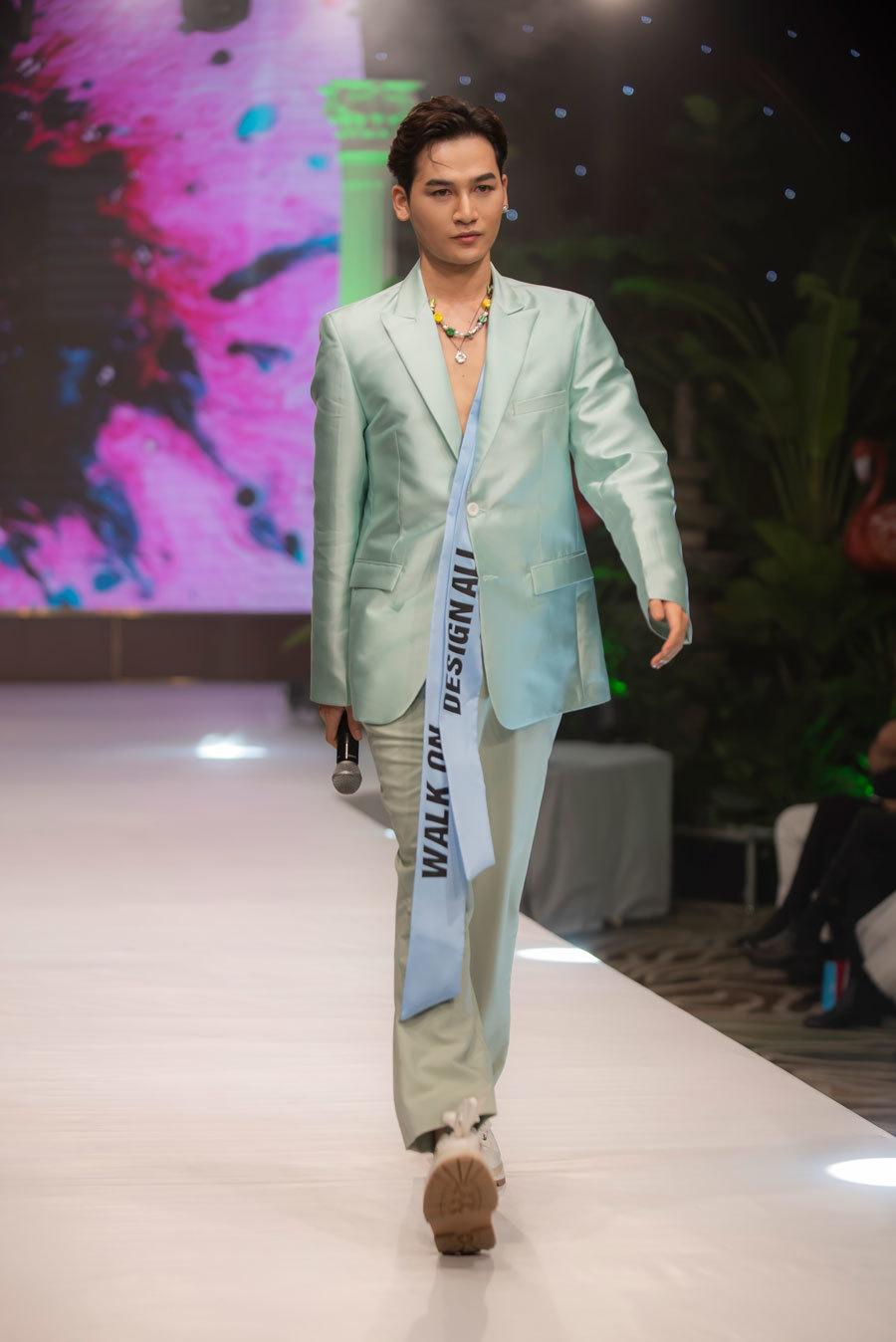 Thanh Hằng, Lan Khuê ấn tượng trong trang phục của NTK Ivan Trần
