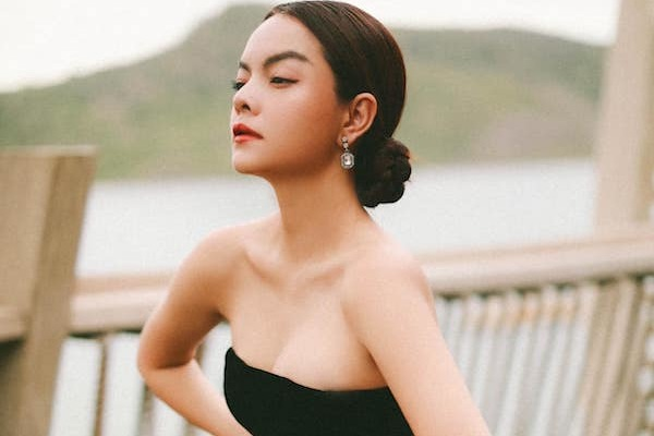 Phạm Quỳnh Anh sau 2 năm ly hôn: Tậu nhà mới, đi xe 2 tỷ, body gợi cảm