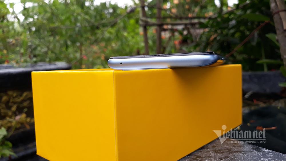 Mở hộp Realme 7 Pro, sáng giá ở phân khúc tầm trung