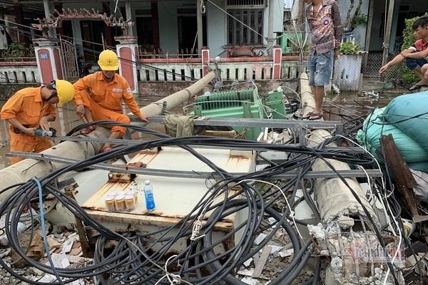 Điện lực TT-Huế nói cột điện gãy đổ là do gió khó lường gây quăng, quật