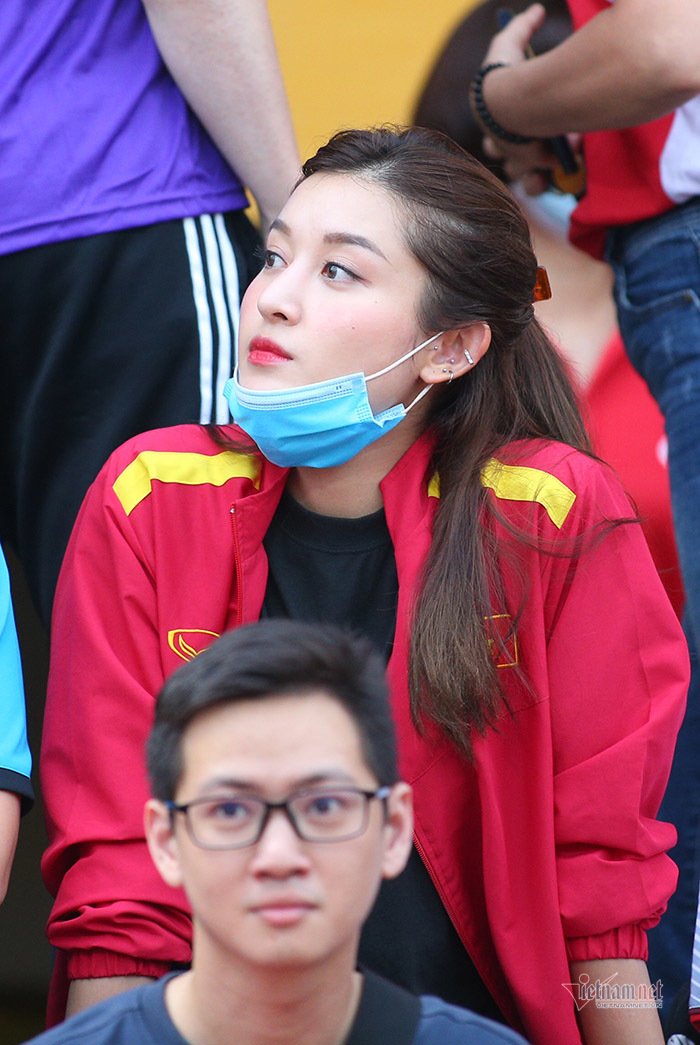Á hậu Huyền My khoe sắc, hâm nóng chung kết Cúp Quốc gia
