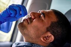 Nhà Trắng 'buông' kiểm soát dịch, thêm 5 quan chức Mỹ nhiễm bệnh