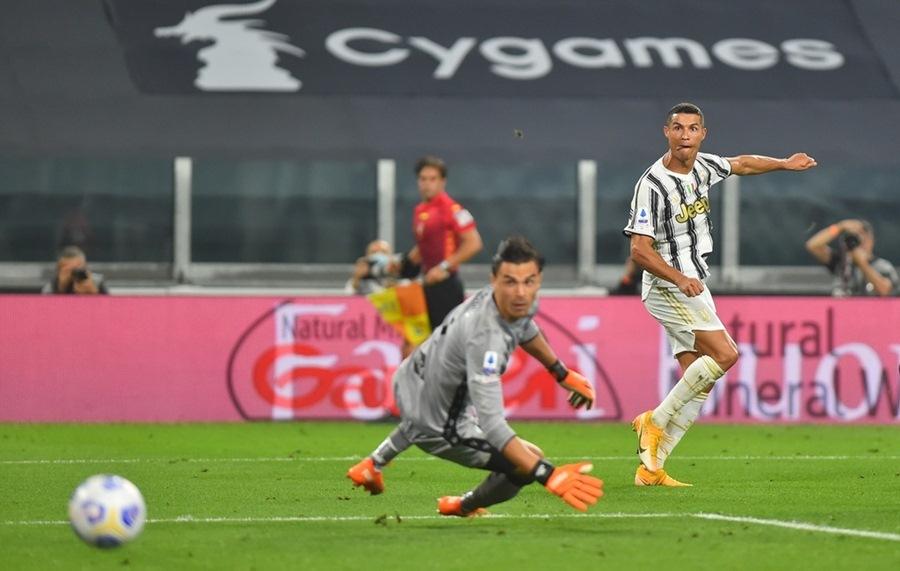 Ronaldo chói sáng, Pirlo và Juventus khởi đầu như mơ ở Serie A