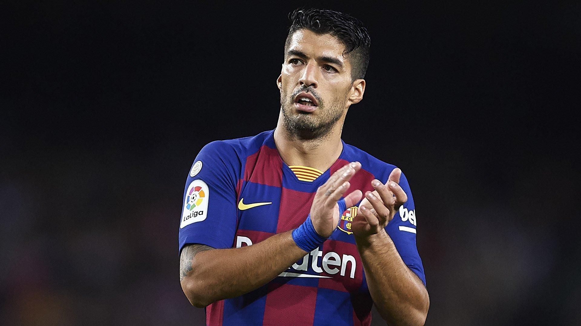 MU hỏi mua Digne, Suarez từ chối Beckham