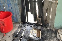 Nghi vấn phóng hỏa đốt nhà, bỏ thuốc sâu vào lu nước
