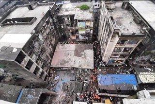 Sập chung cư ba tầng ở Ấn Độ, hàng chục người thương vong
