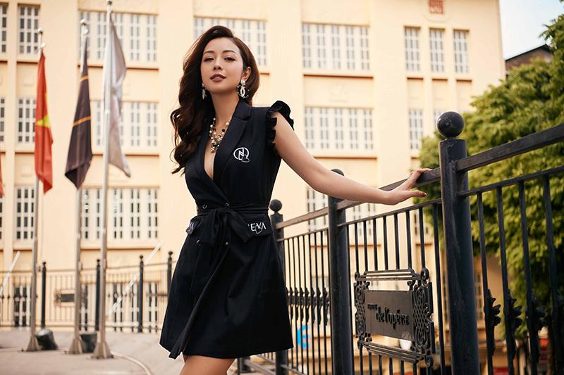 'Hoa hậu 4 con' Jennifer Phạm đẹp sang chảnh