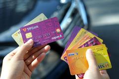 Bao nhiêu thẻ ngân hàng đang được lưu hành?