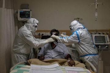 Thế giới 7 ngày: Số ca nhiễm mới tăng kỷ lục, nhiều nước chật vật chặn Covid-19