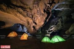 Exploring Cha Loi cave