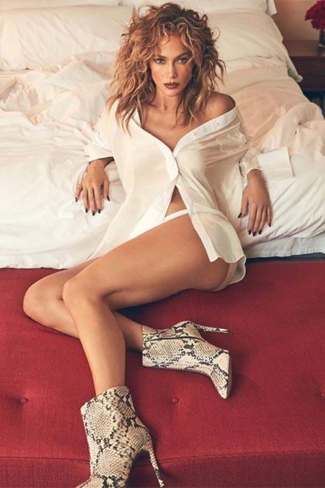 Jennifer Lopez thân hình nóng bỏng tuổi 51